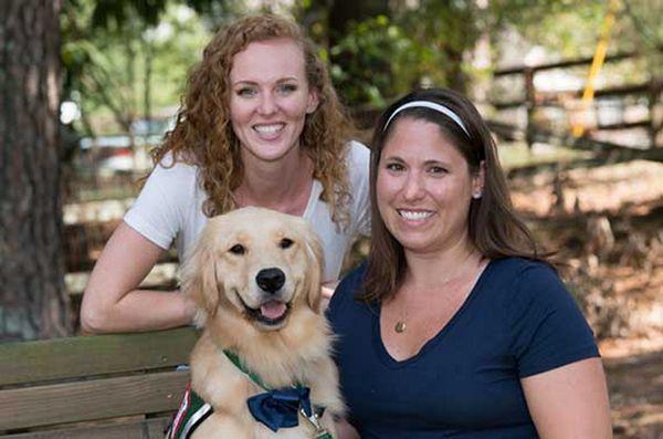 Il cane da impianto all`ospedale pediatrico aiuta i bambini a sentirsi meglio