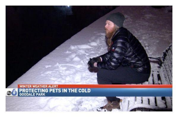 L`uomo d`affari dell`Ohio sfida il freddo per gli animali domestici